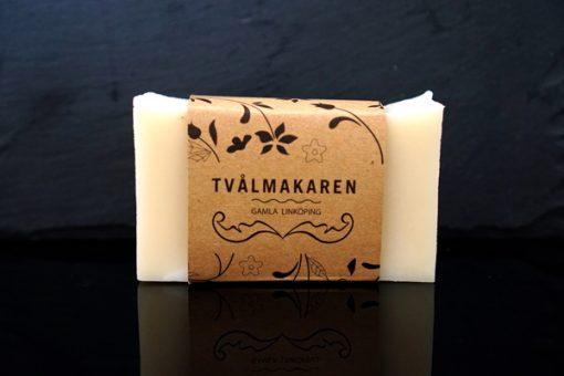 Ekologisk Handgjord tvål. Rektangulärgformad och inslagen i brunt papper med Tvålmakarens logga på. Ljusbeige färg, Barntvål.