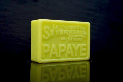 100 gram Rektangulärformad tvål från Frankrike. Tryckt text på framsidan. Ljusgrön färg, doft av Papaya.