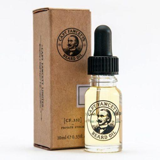 10 ml Kaptenes skäggolja. Glasflaska med svart gummipipett. Ståendes framför medföljande brun kartong.