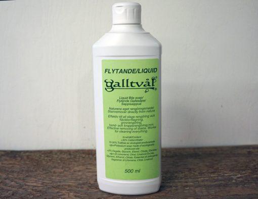 500 ml Flytande galltvål i vit plastförpackning. Avlång med grön etikett.
