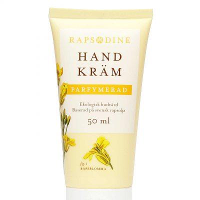 50 ml Handkräm i ljusgul förpackning. Konformad med smalare kant nedtill vid vitt lock. Parfymerad. Rapsblommor i gul färg målade. Rapsodine i gul text överst på förpackning.