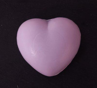 30 gram Liten tvål formad efter hjärtan. Lila hjärta.