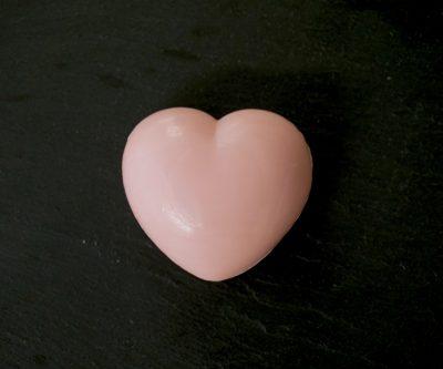 30 gram Liten tvål formad efter hjärtan. Rosa hjärta.
