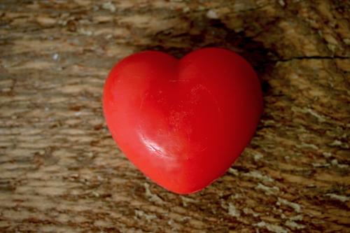 30 gram Liten tvål formad efter hjärtan. Rött hjärta.