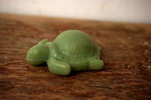 30 gram Liten tvål formad efter djur. Grön liggandes sköldpadda.